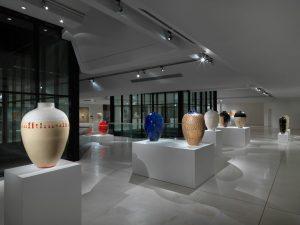 Allestimento della mostra Ceramiche al MIC di Faenza - Foto di Dario Lasagni.