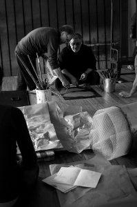 Studio dell'artista durante la preparazione delle opere - Foto di Angelo Cricchi.