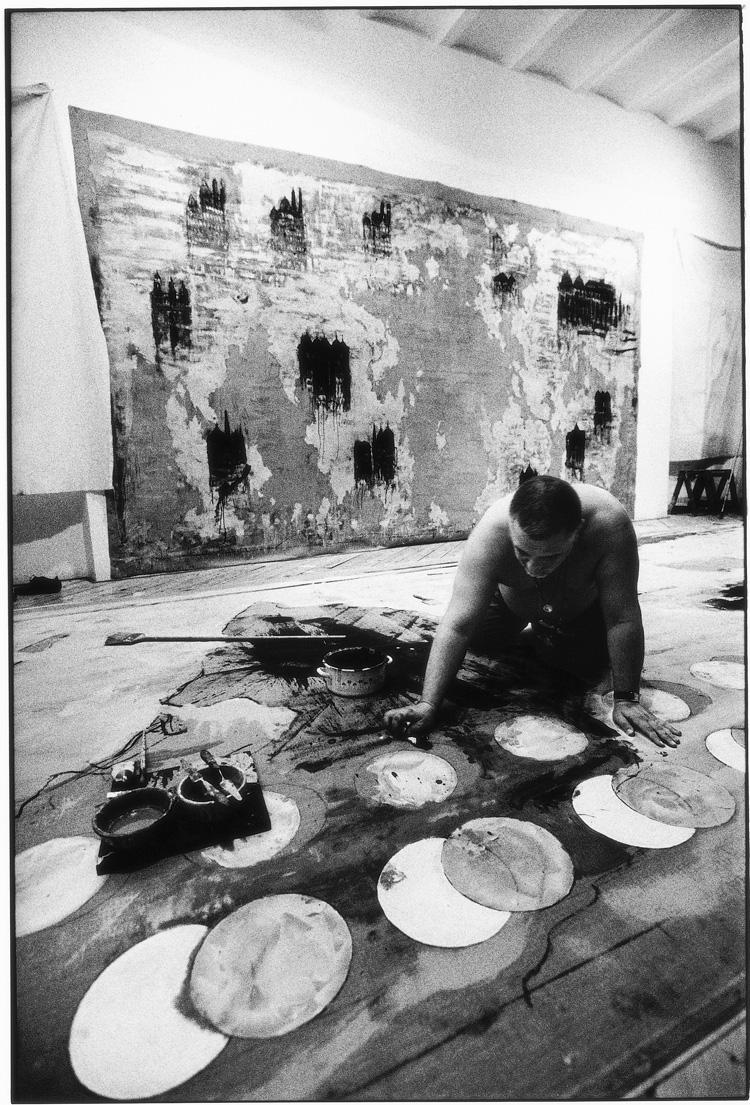 La preparazione nello studio dell'artista a Roma - Foto di Riccardo Abate.